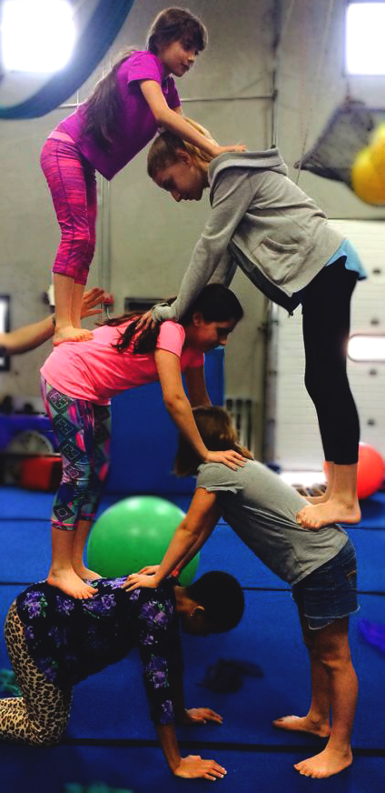 Circus Place camp 5 person pyramid -